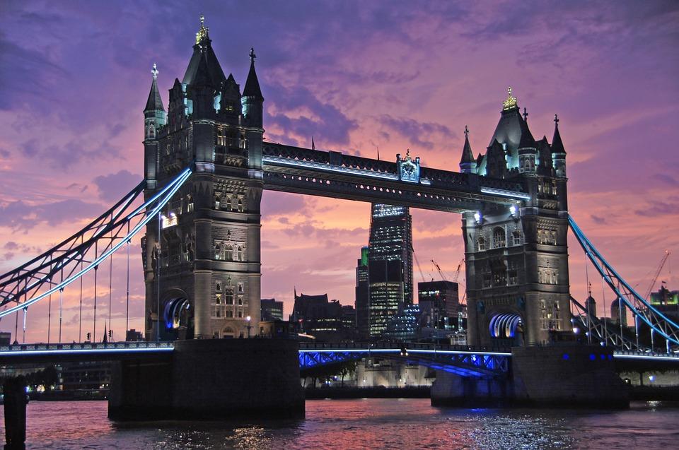 Cameriera licenziata a Londra