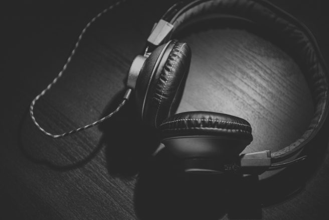 3 headphones-690685_1920